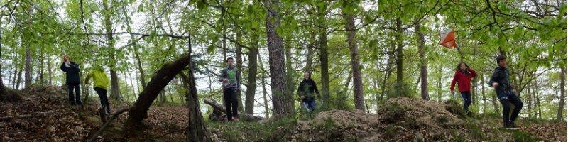 Suche nach dem Posten im Wald