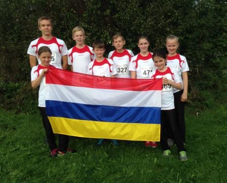 Rheinhessisches JJLVK Team 2014 mit Fahne in den Farben der 5.Jahreszeit